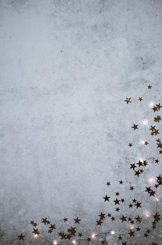 Christmas background - stars & fairy lights by Annie Spratt